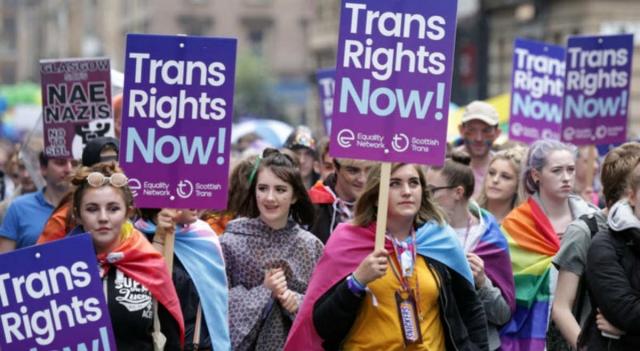 """Essere trans non è più """"malattia"""": parla l'esperto"""